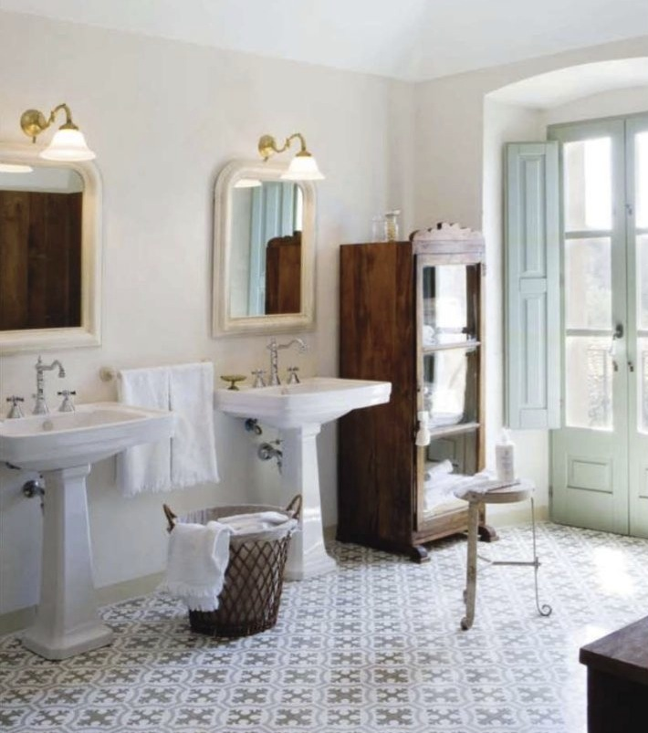 Romantic bathroom interior design