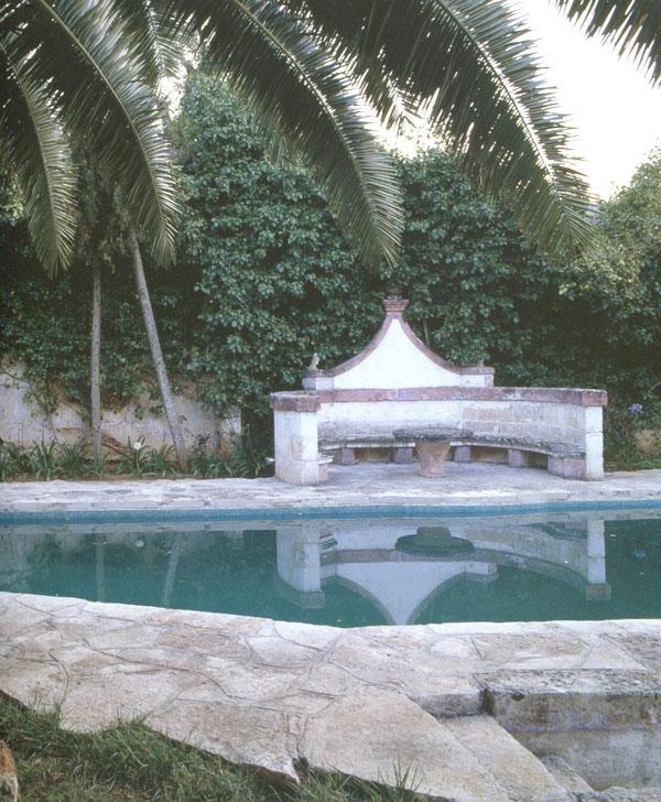Italian-villa-pool