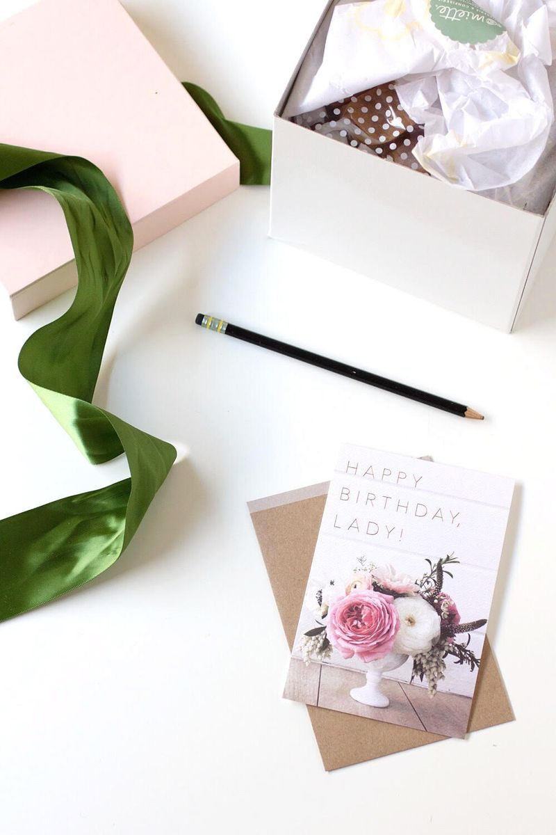Feminine gift card + wrapping